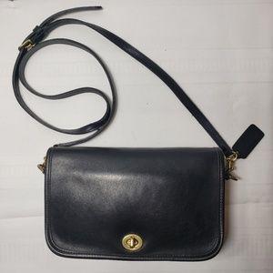 Vtg Coach Penny Pocket Black Leather Crossbody.